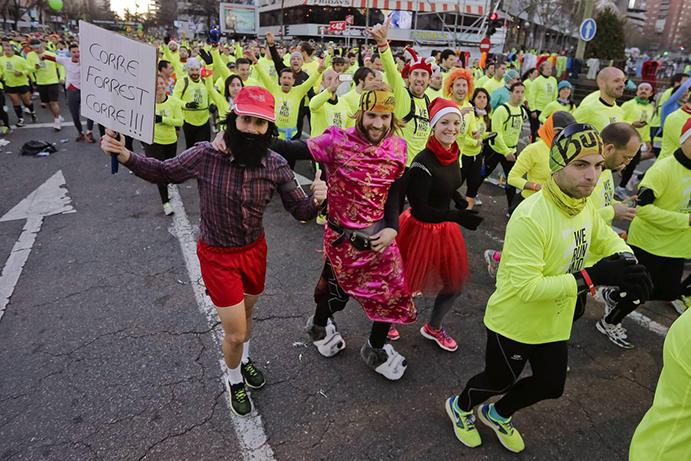 Casi 40.000 runners despiden el año en la San Silvestre Vallecana