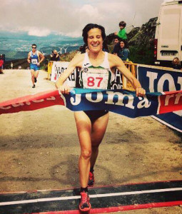 La corredora de Skechers Raquel Gómez, campeona en categoría femenina.
