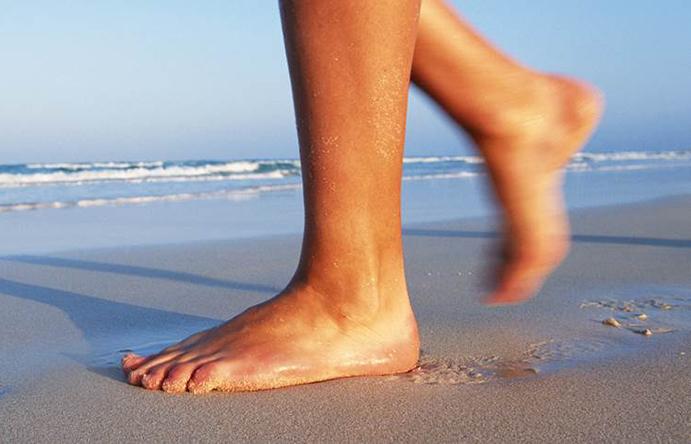Los fisioterapeutas alertan de las lesiones por usar un zapato inadecuado en verano
