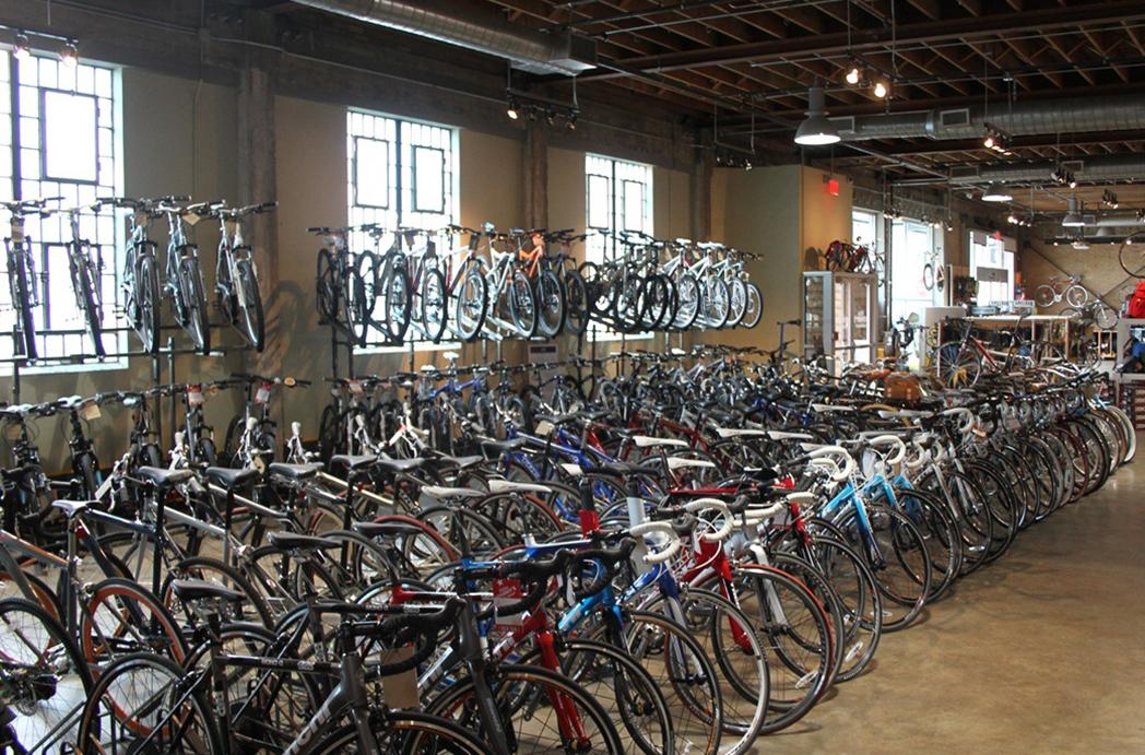 """Tiendas de ciclismo auguran una temporada """"complicada"""" tras la subida de tarifas"""