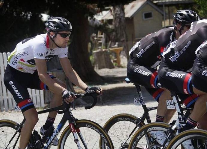 Seis ciclistas del equipo Giant-Alpecin arrollados en Alicante