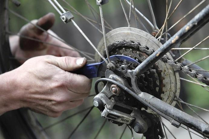 AMBE se reúne con el Incual para crear una formación en mecánica de bicicletas