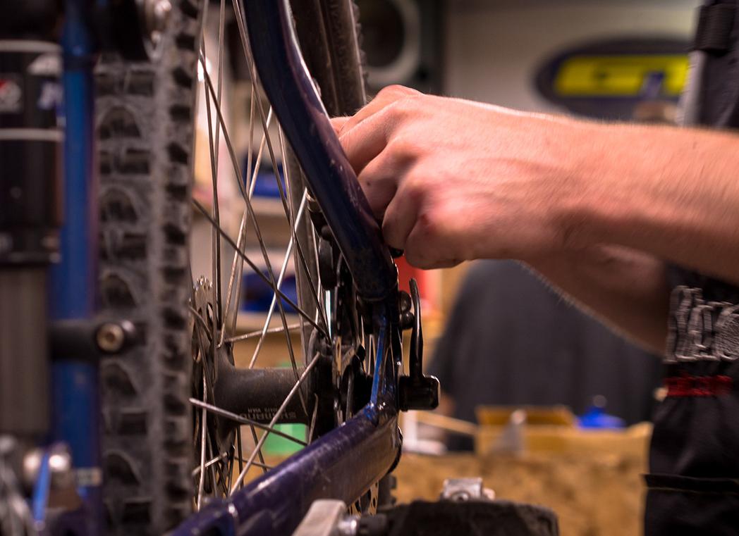 El 'problema' con los mecánicos de bicicletas: ¿fichar o fidelizar?