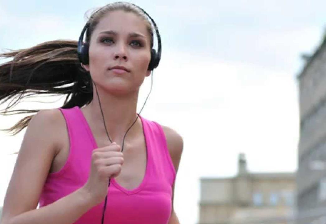 Los beneficios de la música en la práctica de running