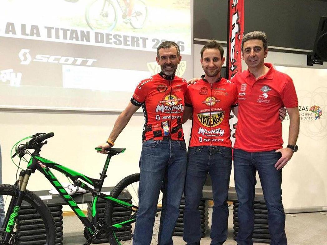 El actor Dani Rovira y Scott, juntos en la Titan Desert