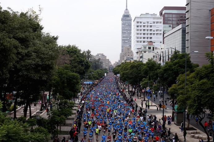 Emmanuel Mnangat y Diana Lobacevske ganan el Maratón de Ciudad de México
