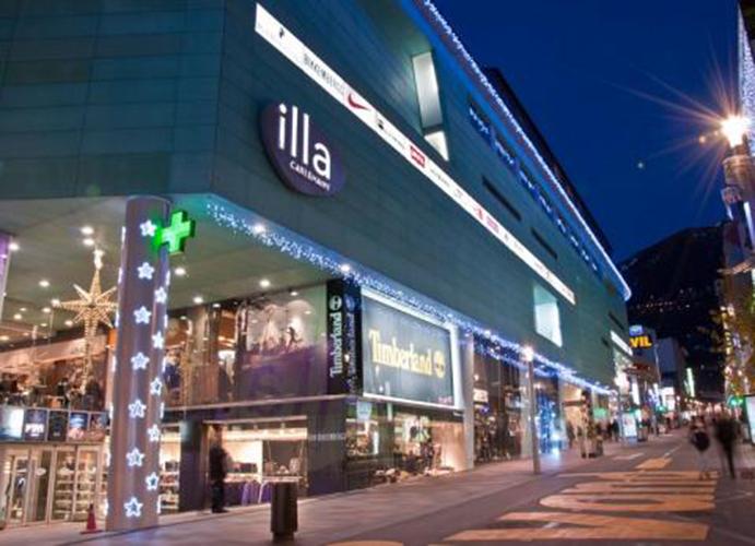 Munich abre su primera concept store en andorra cmd sport for Centro comercial l illa