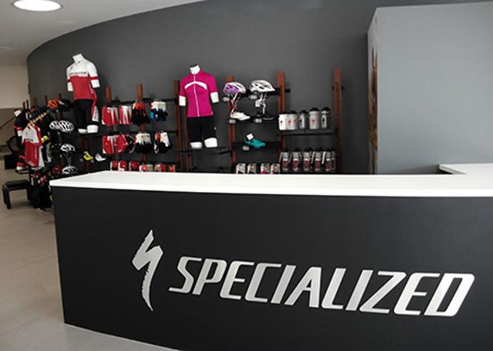 Specialized instala una tienda y un alquiler en Rafa Nadal Sports Centre