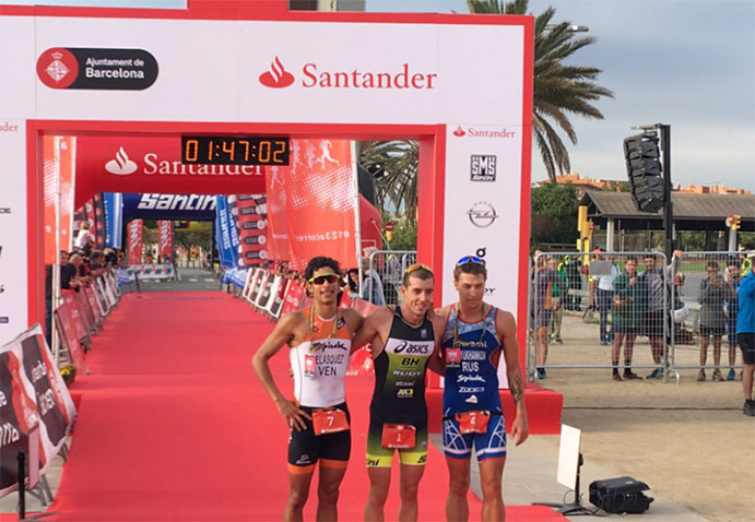 Fernando Alarza repite victoria en el Barcelona Triathlon