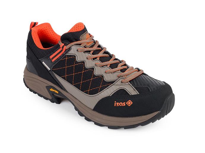 Izas Outdoor acelera su introducción en calzado