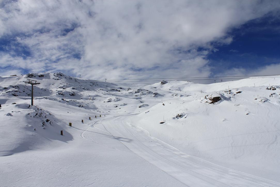Sierra Nevada inaugura la temporada con 30 kilómetros esquiables