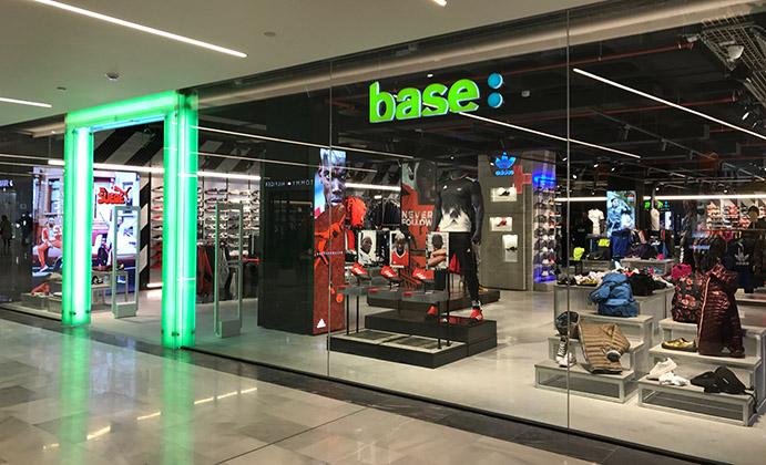 Base Benitosports reabre en el Centro Comercial Glòries