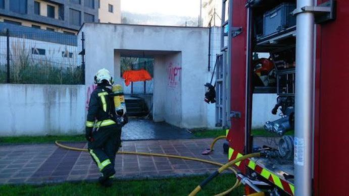 Prenden fuego a un gimnasio en construcción