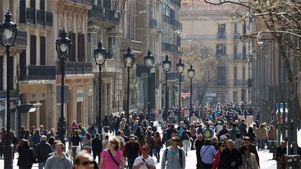 Los españoles miraron mucho pero compraron poco en 2016