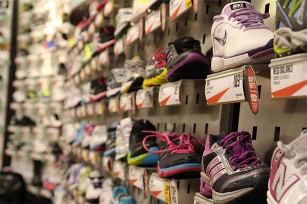 Los españoles gastan de media 186 euros en material de running