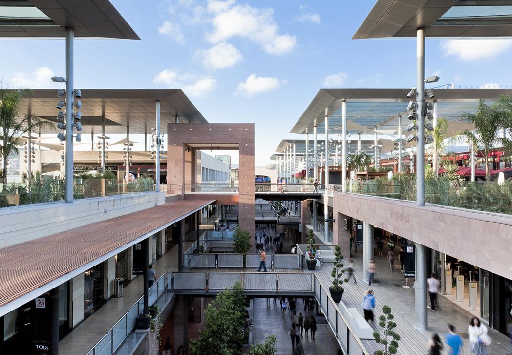 Decathlon refuerza su presencia en los centros comerciales - Centro comercial maquinista barcelona ...