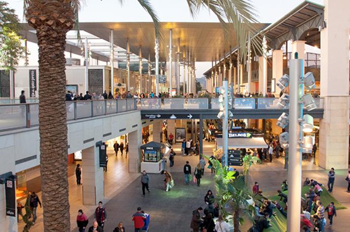Decathlon abre en el centro comercial la maquinista de - Centre comercial la maquinista ...
