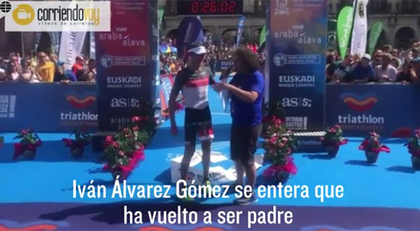 Iván Álvarez gana el Triatlón de Vitoria y se entera que ha sido padre