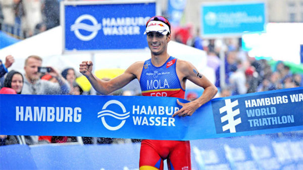Mario Mola recupera en Hamburgo el liderazgo en las World Triathlon Series