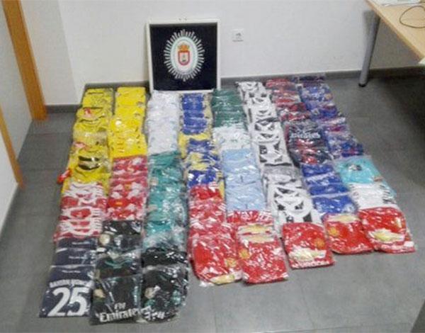 Incautan 152 equipaciones de fútbol en venta ambulante ilegal