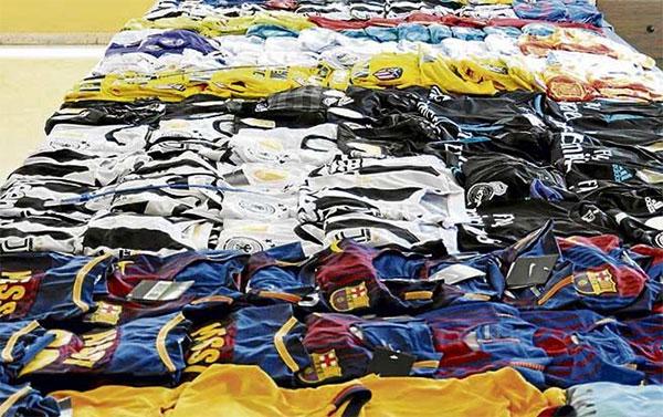 La Policia de Palma interviene 215 equipaciones falsas