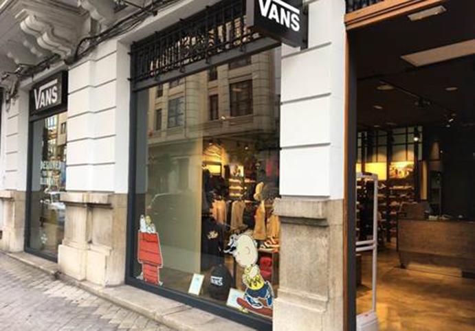 Vans abre su primera flagship store de Galicia