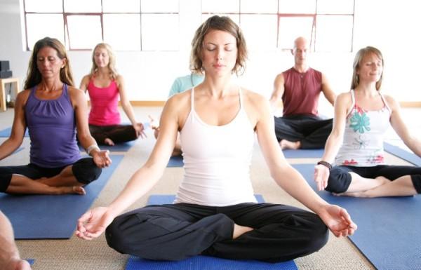 9 estiramientos de yoga que reducen el estrés negativo