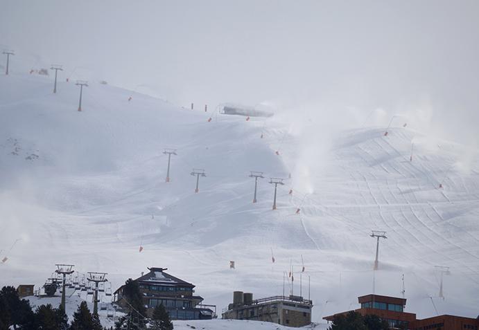 Baqueira abre la temporada antes de lo previsto con 4.500 esquiadores