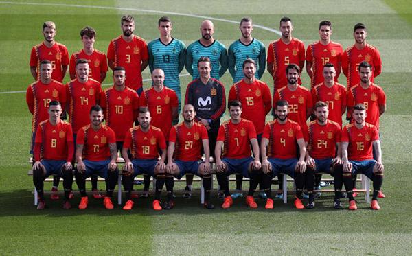 Alerta roja en las tiendas de fútbol ante la posibilidad de que España quede fuera del Mundial