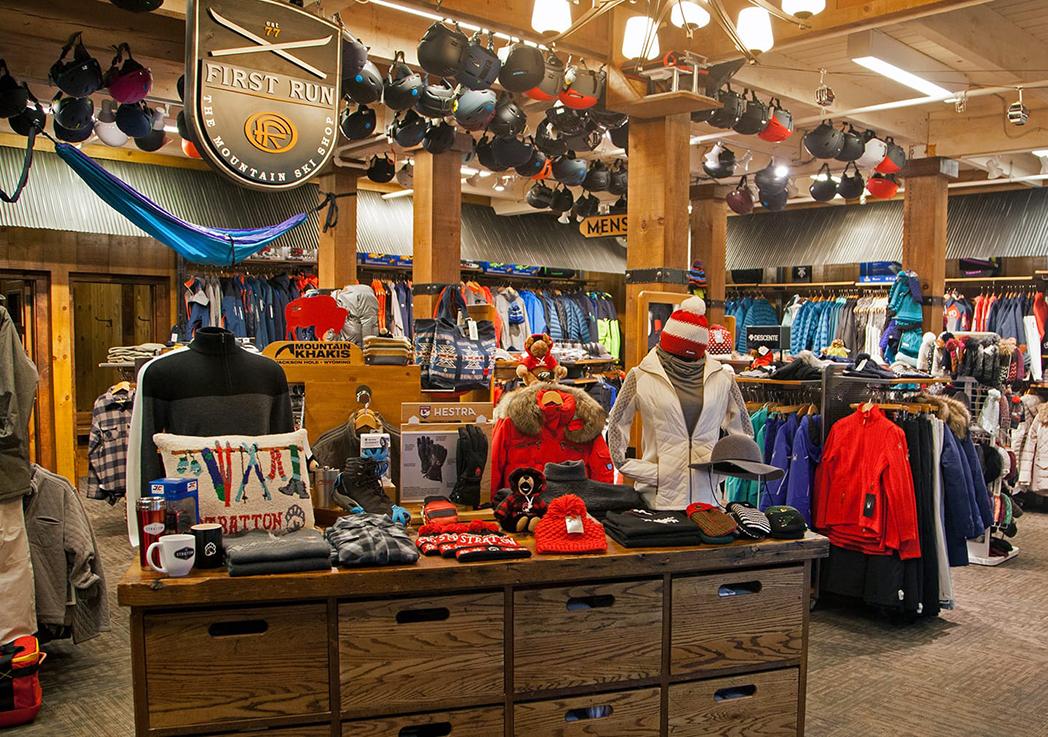 Las tiendas de montaña respiran un relativo optimismo para la campaña navideña