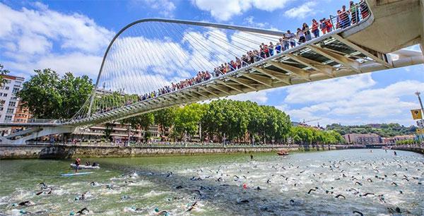 Gel antibacteriano y neopreno obligatorio en el Bilbao Triathlon