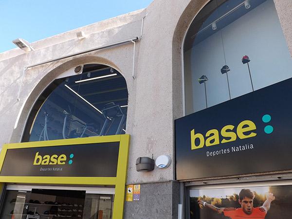 Base Deportes Natalia abre su décima tienda y refuerza  la supremacía de Base en Canarias