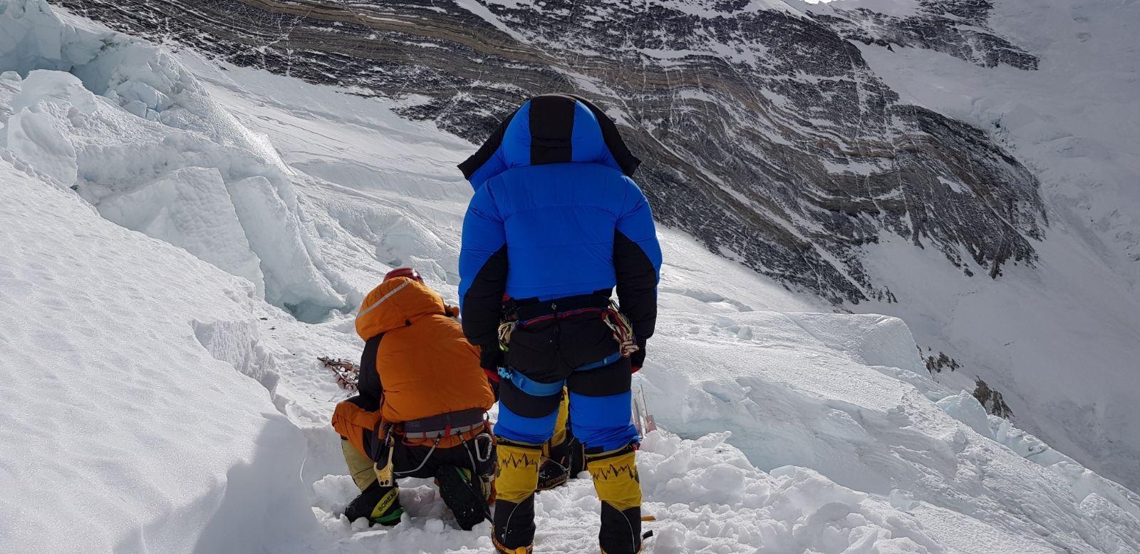 Alex Txikon renuncia a coronar el Everest sin oxígeno