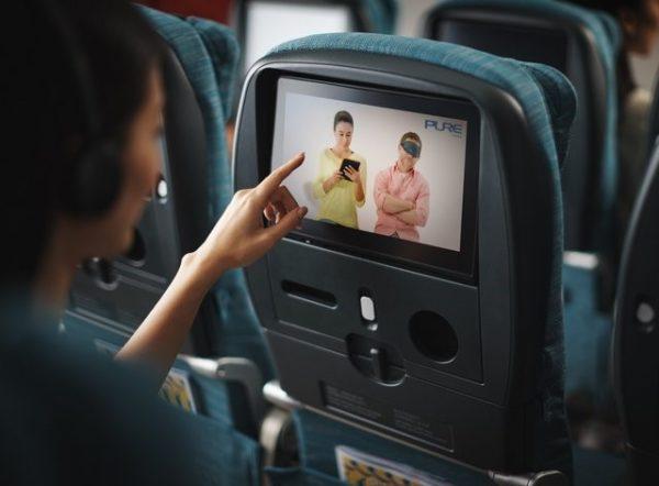 Lanzan un servicio de yoga en video para los viajes en avión