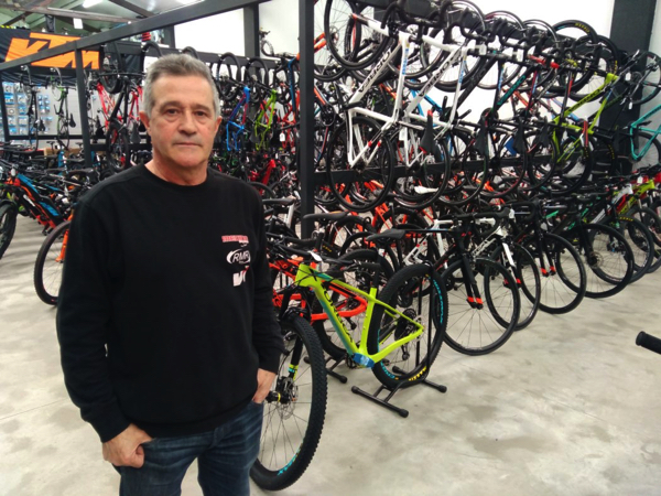 Ramón Medina cuestiona la viabilidad del canal online para las tiendas ciclistas