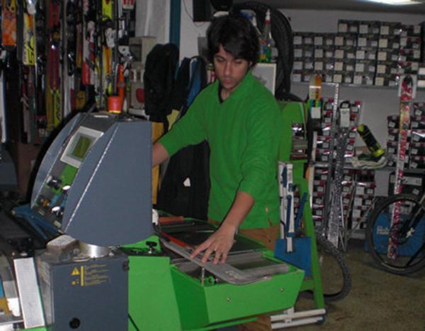 La tienda Skiman de Zaragoza cuenta con un taller especializado.