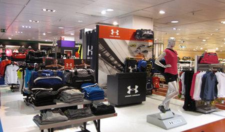 teléfono adoptar Casa de la carretera  Under Armour inaugura dos nuevas 'shop in shop' en El Corte Inglés - CMD  Sport