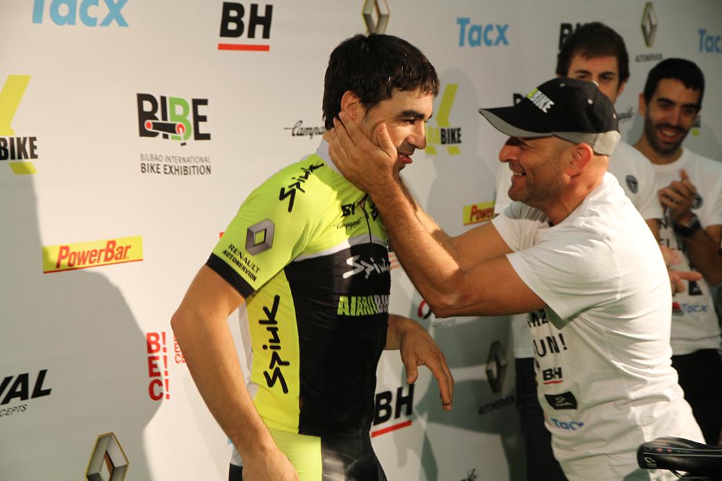 Julián Sanz bate el Guiness de pedaleo en rodillo indoor