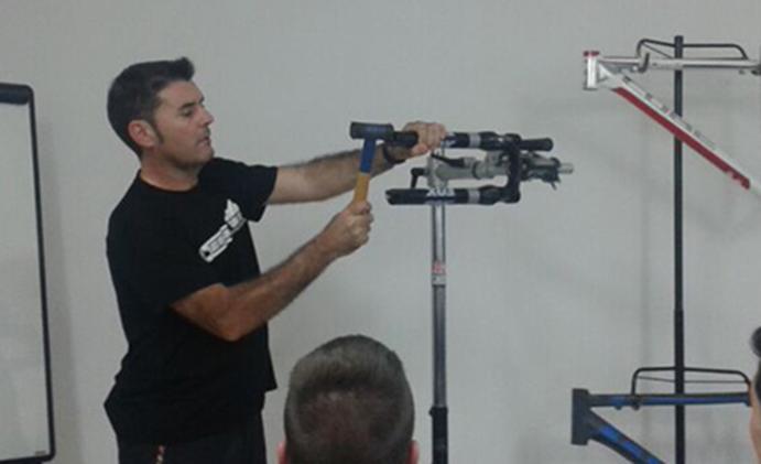 La EMEB organiza su primer curso de reparación de e-bikes