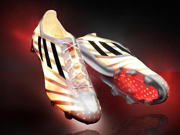 Adidas lanza su bota de fútbol más ligera