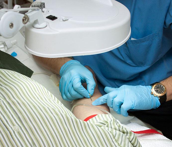 Tratamiento de ozonoterapia en el centro Cimeb.