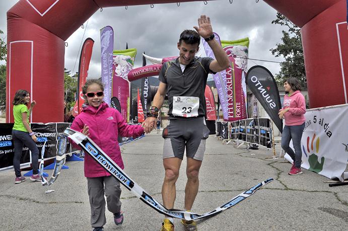 Alfredo Gil y Azahara García triunfan en el duro Maratón Alpino Madrileño