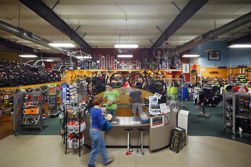 ¿Por qué las tiendas multideporte no apuestan por el ciclismo?