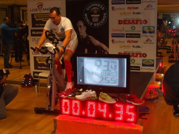 Miguel Castro pulveriza el record de ciclo indoor