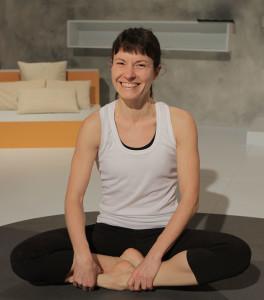Rosa Mª Madrid es instructora de Yoga en el gimnasio online Ictiva.