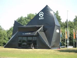 The North Face mostró su nueva línea Summit Series en este stand privado de la feria OutDoor.