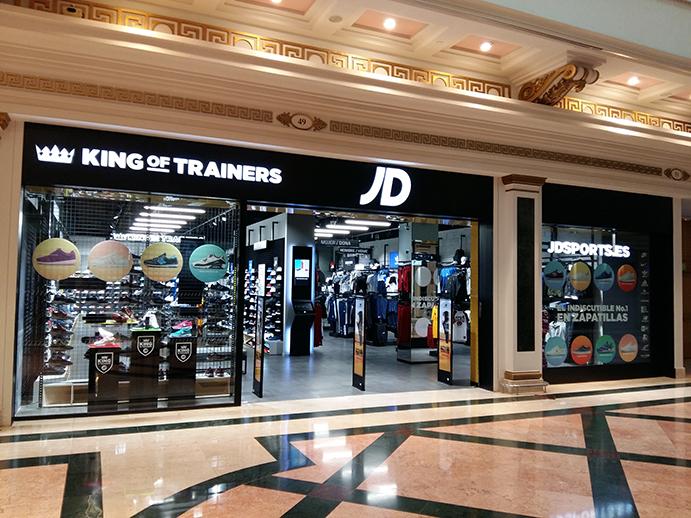 La flamante tienda de JD Sports en el centro comercial Granvía-2 de L'Hospitalet tiene 200 metros cuadrados de superficie de venta.