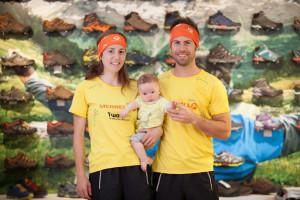 Ragna Debats y Pere Aurell con su hijo en las instalaciones de Merrell en Barcelona.