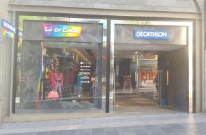 Las tiendas Lot of Colors evidenciarán, a partir de ahora, su vinculación fehaciente con Decathlon añadiendo visualmente su logo de forma bien visible en sus establecimientos, tal como refleja la última apertura realizada en Tenerife.