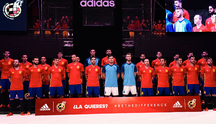 La Selección Española presenta su nueva equipación para el Europeo 2016